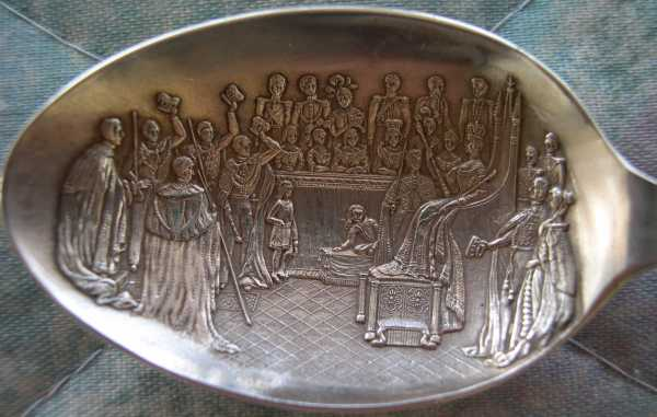 queen victoria court scene spoon bowl